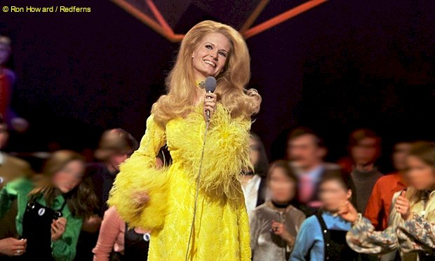 Lynn Anderson chante Rose Garden - Photo Ron Howard